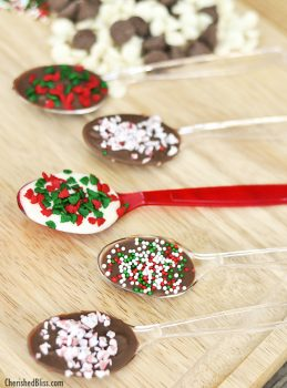 Make your very own Christmas Chocolate Spoons ... these make GREAT gifts!